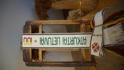 Tradicinių amatų centro audėjos sveikinimas Lietuvai